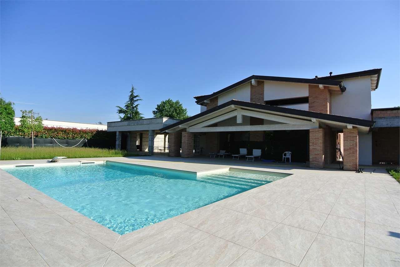 Zona Budellungo-Importante villa con piscina